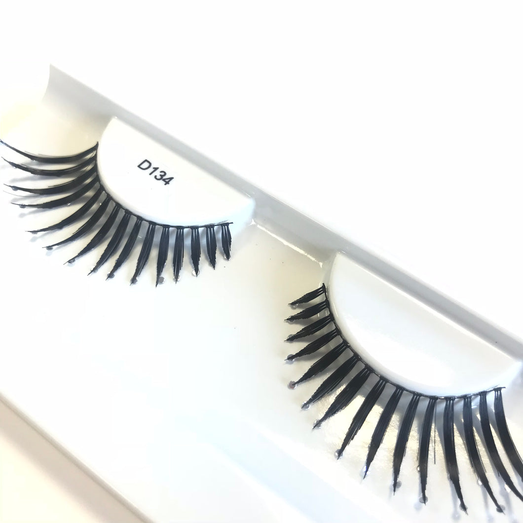 Spiky false lashes