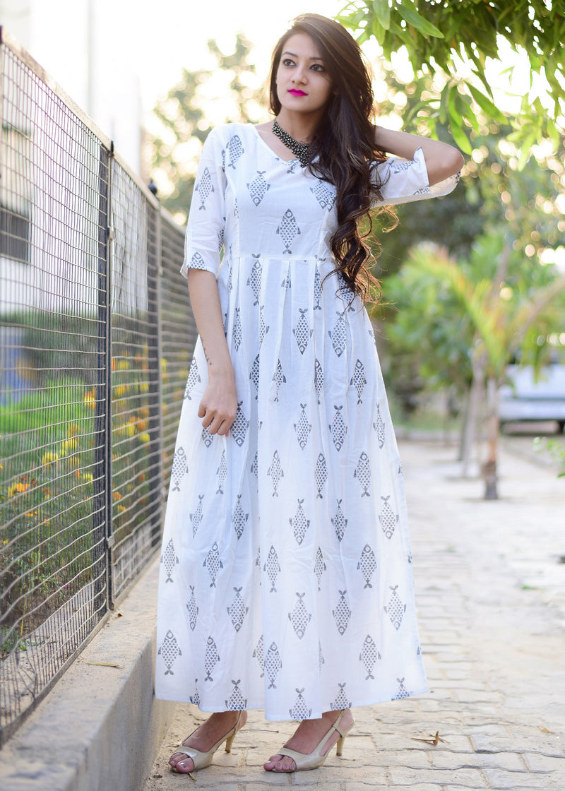Modern maxi dress with fish print