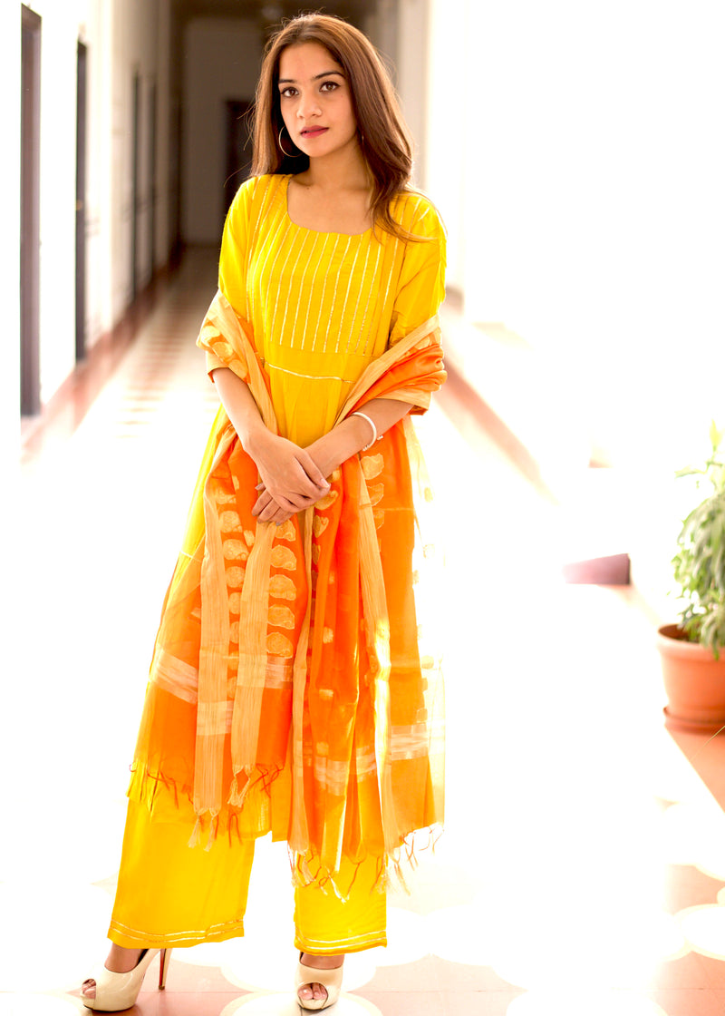 Beautiful exclusive yellow suit with sikhiya gotta work