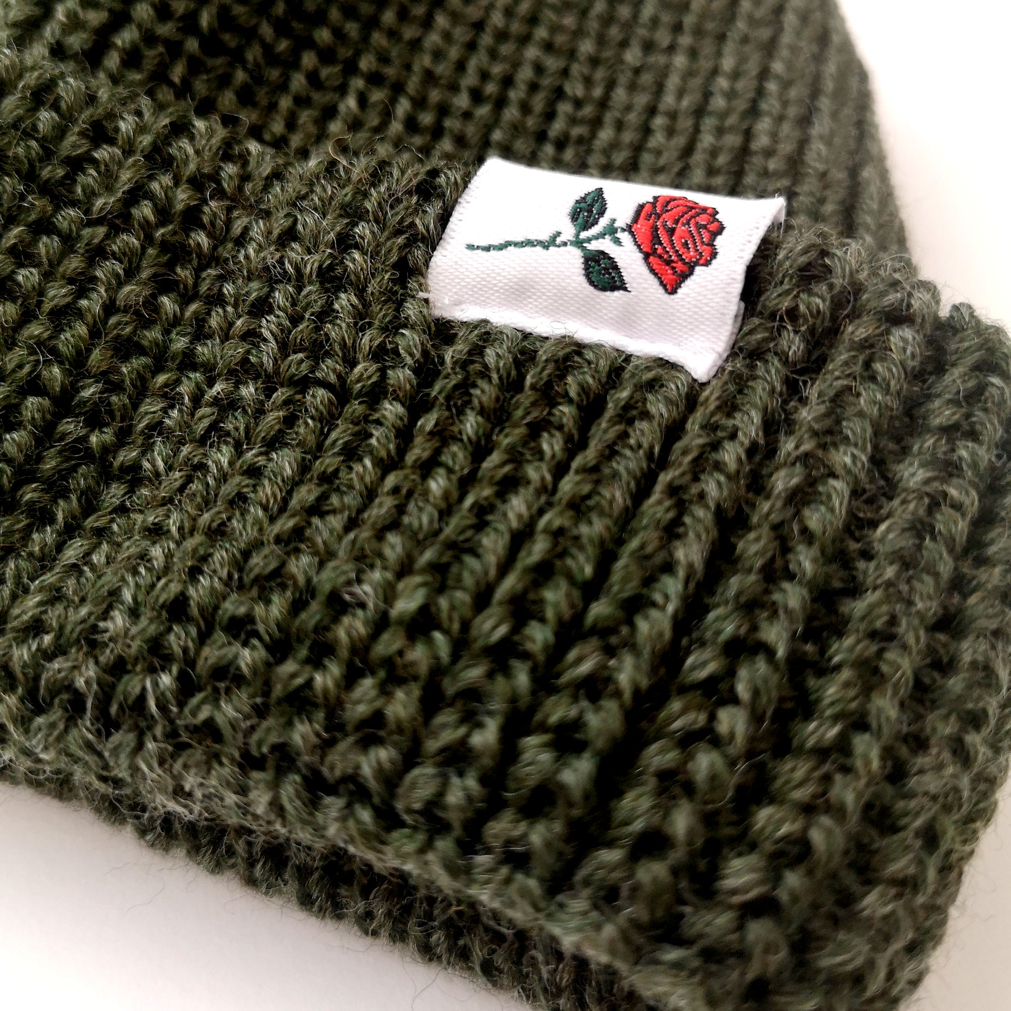 SHORT WOOL BEANIE ROSE - DARK-GREEN