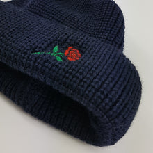 SHORT WOOL BEANIE ROSE EMBROIDERY - NAVY