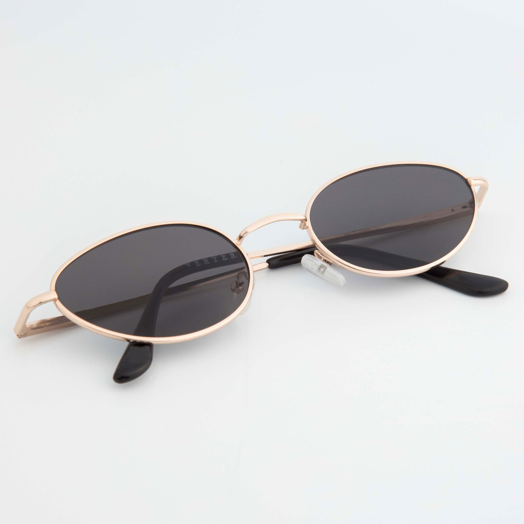 OVAL SUNGLASSES INCL. CHAIN - BLACK / GOLD