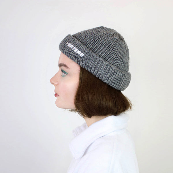 SHORT WOOL BEANIE VERTERE - LIGHT-GREY