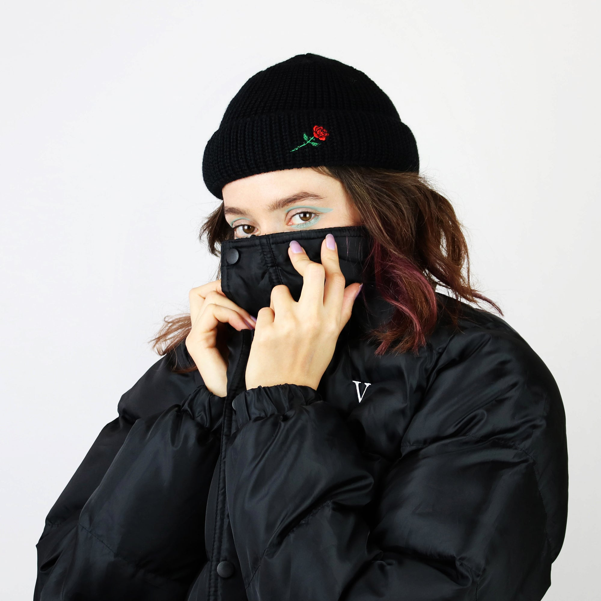 SHORT WOOL BEANIE ROSE EMBROIDERY - BLACK
