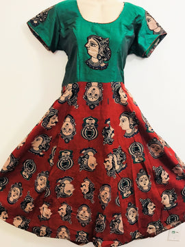 kalamkari-dresses Green-top-with Red-bottom-Queen Symbol