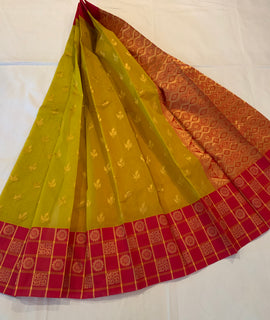 Kuppadam silk Pista green and pink color Handloom silk saree with Big border contrast pallu blouse.