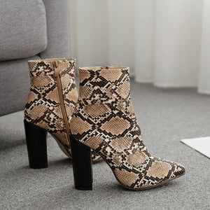 Fashionable serpentine ankle boots