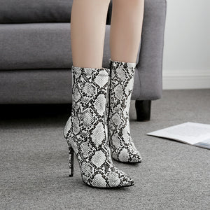 Serpentine high heels and large size boots