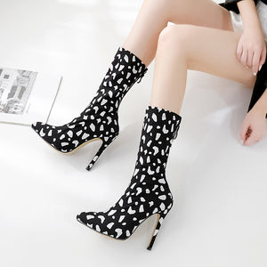 Winter stiletto ankle boots with pointed snowflakes