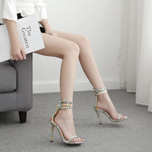 High-heeled sandals with thin colored snakelike stripes