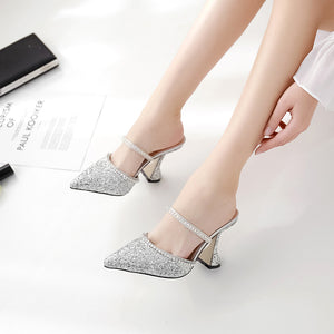 Diamond glass sequins tines and high-heeled sandals