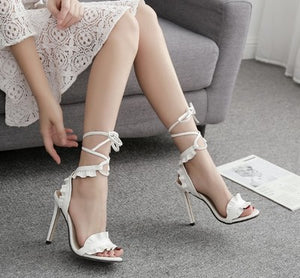 Lace cross-lace high-heeled sandals are popular