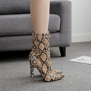 Serpentine pointed lace-up boots with high heels