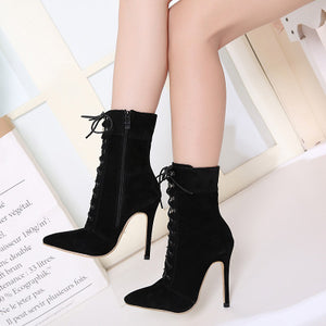 Classic rivet tie with pointed ankle boots