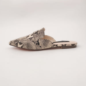 Fashionable casual slipper with snakeskin pattern