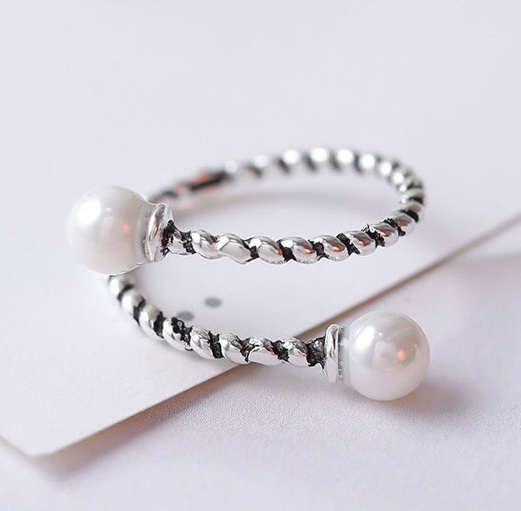 Retro Twisted Ring with Pearls