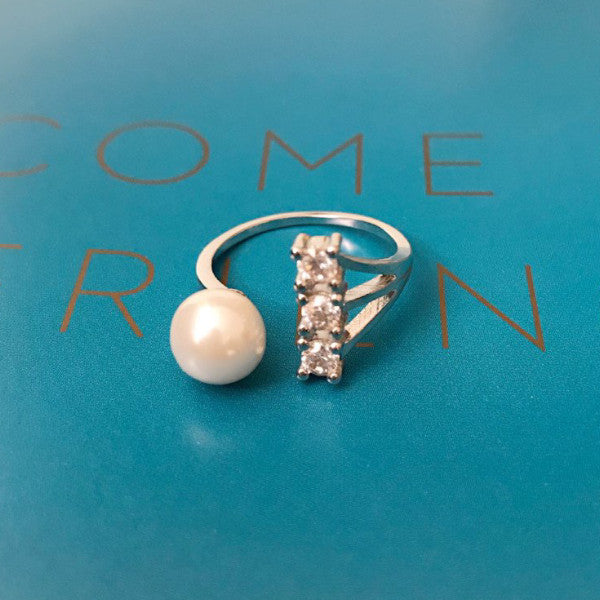 Starring Ring With Pearl Decoration - Silver Tone