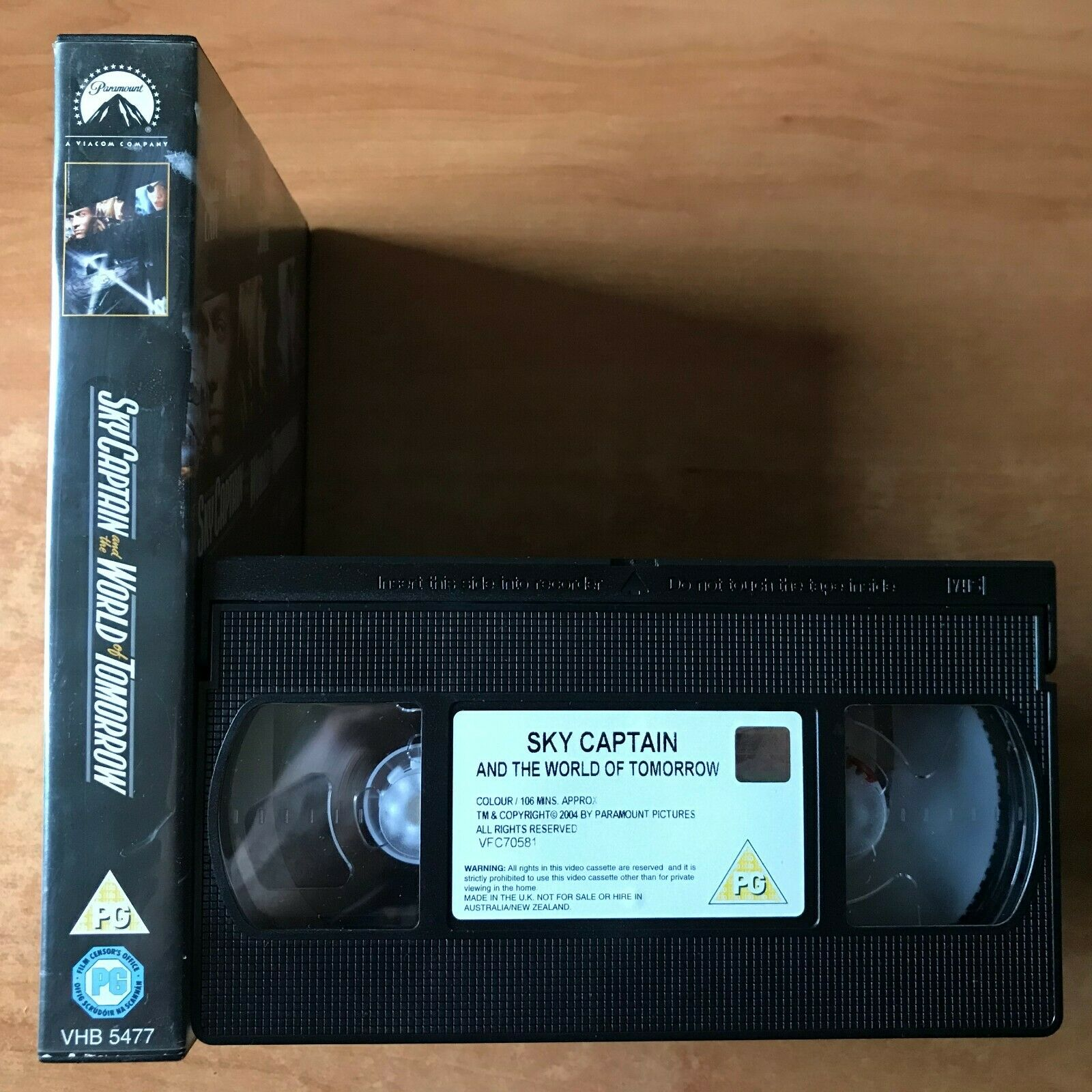 Sky Captain And The World Of Tomorrow: Sci-Fi Action [Large Box] Rental - VHS