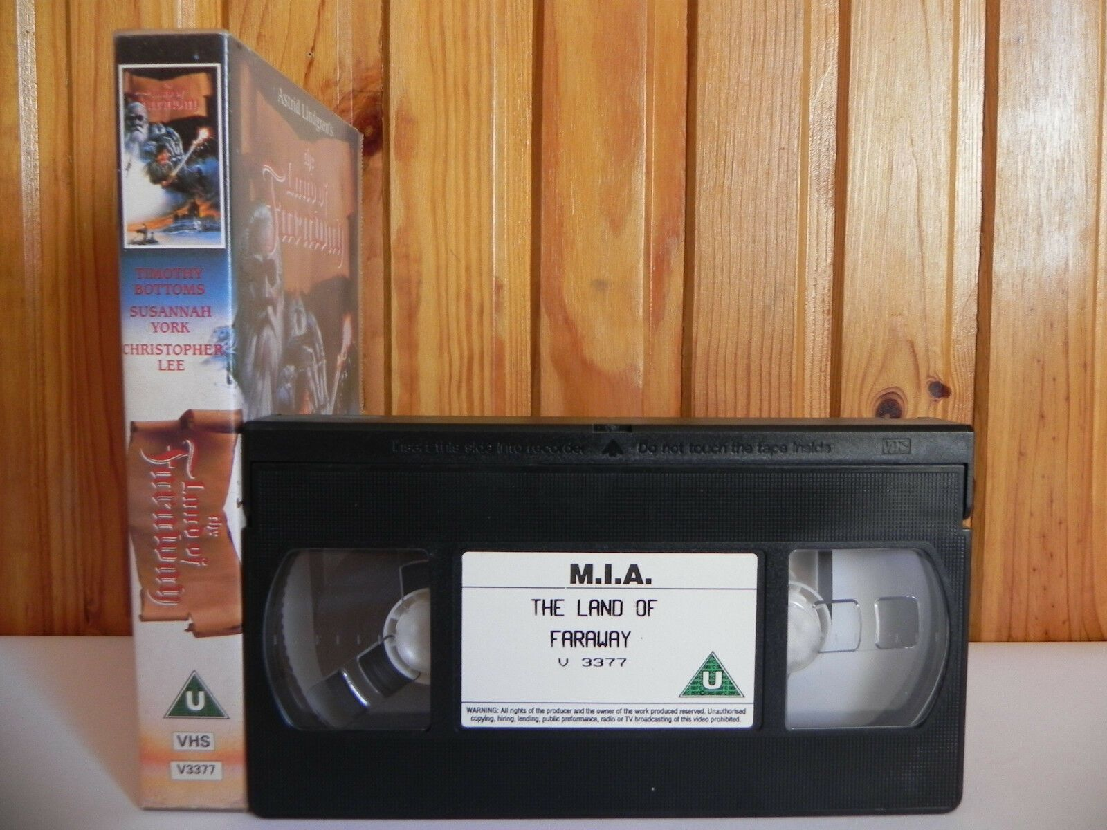 The Land Of Faraway - M.I.A. - Fantasy - Adventure - Christopher Lee - Pal VHS