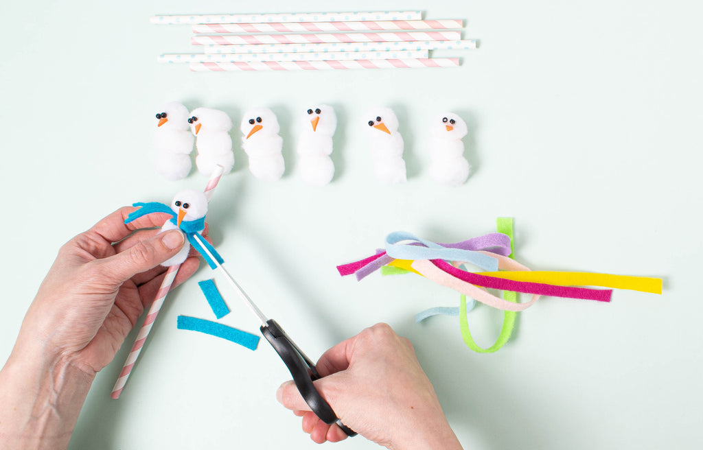 Party et Cie - Pom pom Snowman Straws - Step 6