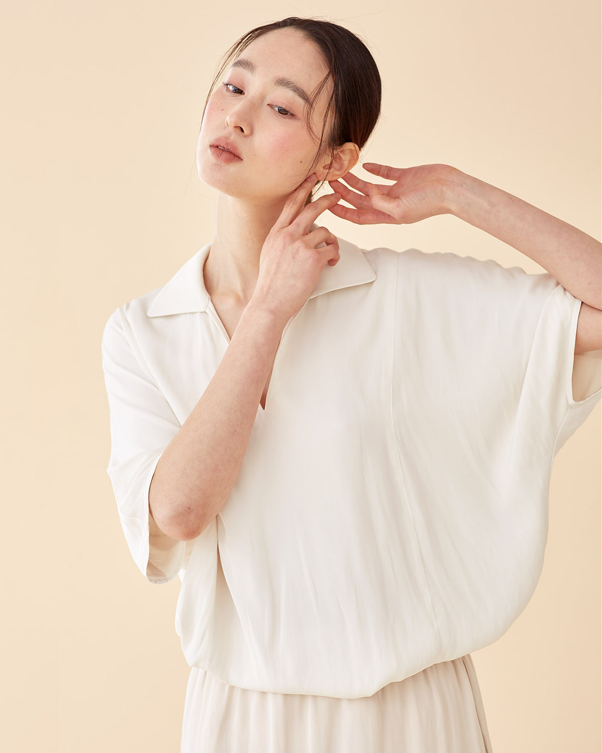 Classic Spread Collar Top / Ivory