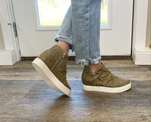The Sand Louisville Sneakers