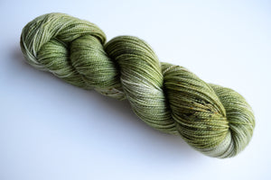 Peridot / fingering / 2 ply twist