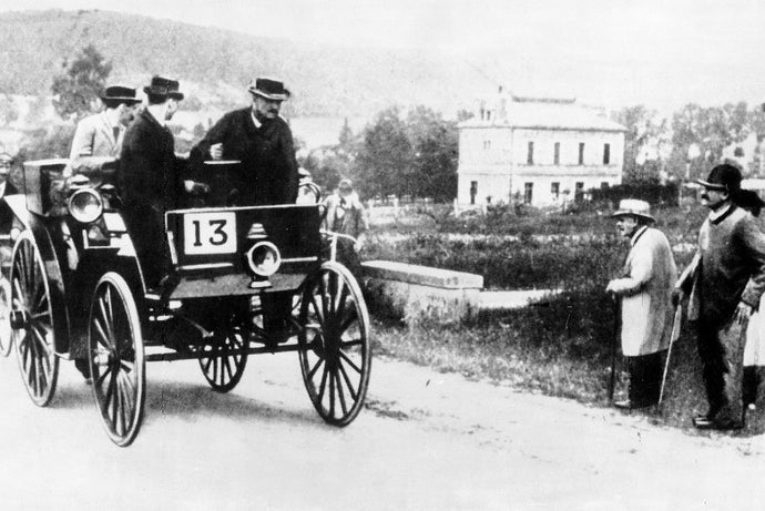 Mercedes-Benz celebrates 125 years since winning the world's first car race against the clock