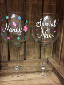 Nanny/ Special Nan Flower/Hearts Wine Glass