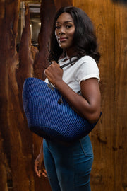 Hand woven straw bag (blue)
