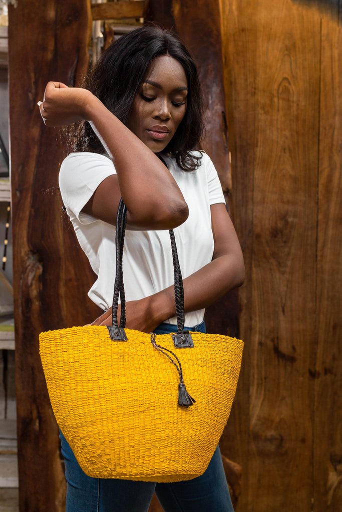Hand woven straw bag (yellow)