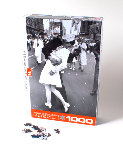 V-J Kiss in Times Square Puzzle