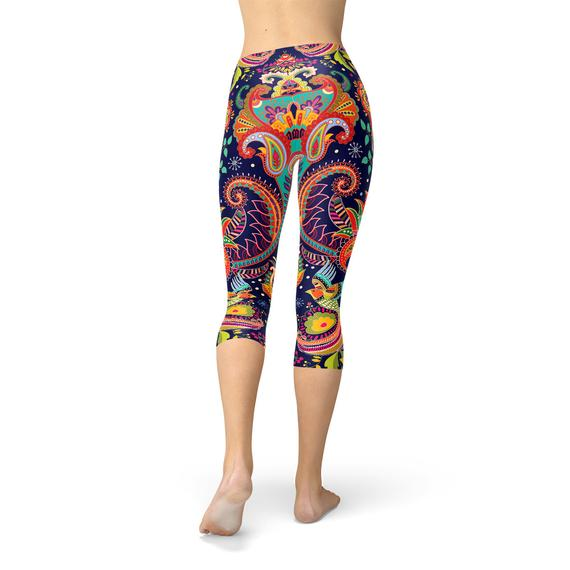 SagaFit™ Blue Paisley Capri Leggings
