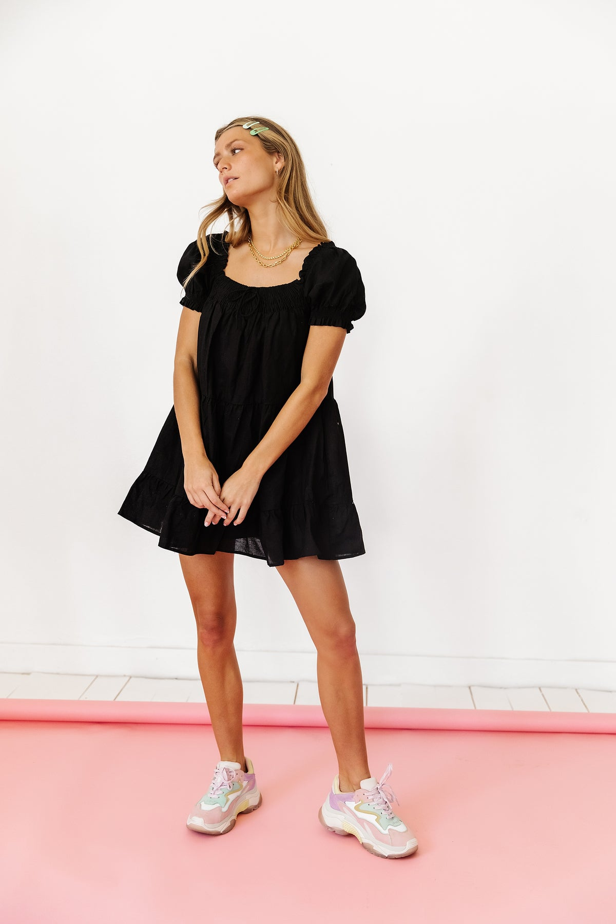 Young Hollywood Babydoll Dress// Black