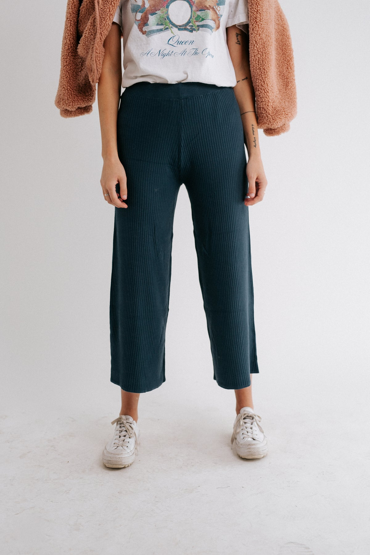 The Everyday Ribbed Pant// Navy