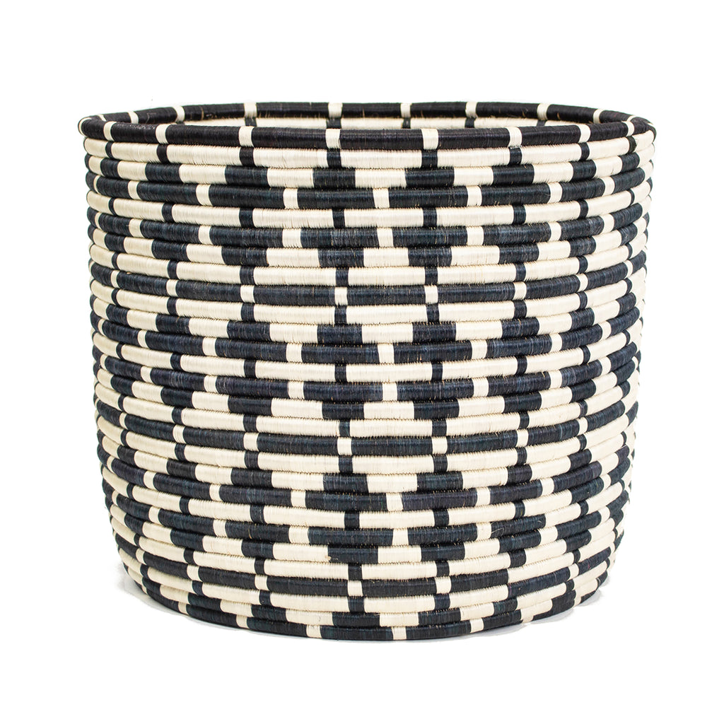 MPANDESHATU-PLANTER-OBSIDIAN-CONTEMPORARY-BLACK-AND-NATURAL-BASKET