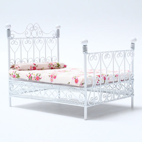 Modern Dollhouse Miniature Bedroom Furniture Metal Bed With Mattress White European for Home Kids Gift Toys Craft Ornament
