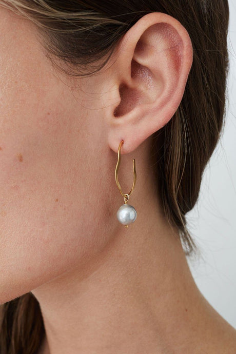 Grey Pearl Matisse Earrings