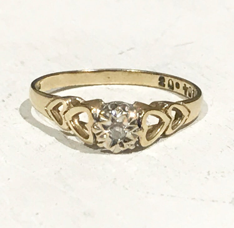 9ct Gold Vintage Diamond Heart Ring