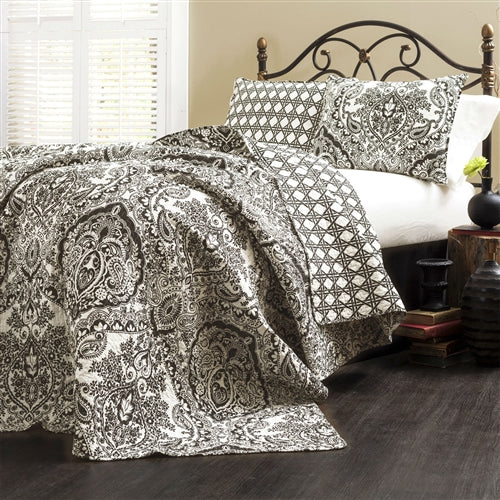 A very traditional damask and paisley pattern highlights this 3-Piece Quilt Set 100-Percent Cotton in Black White Damask. The reverse side utilizes a geometric technique, so if you are looking for your room to have more of a contemporary feel this is the side to use. Either way it's oh so soft and feels great around you!