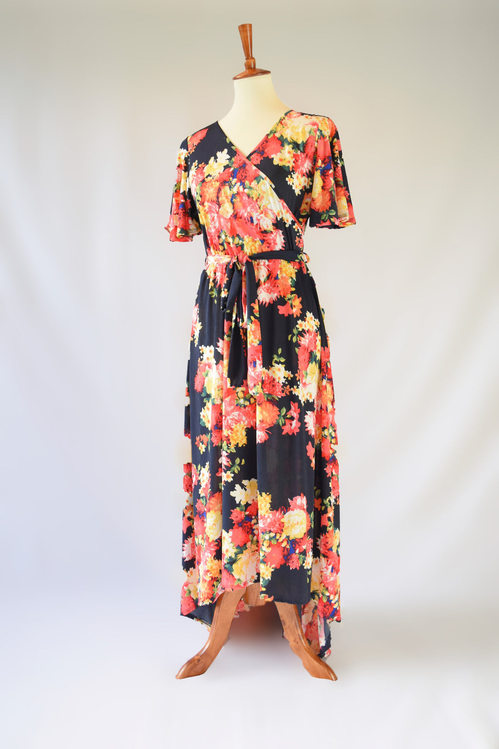 Ava Floral Hi-Lo Maxi Dress in Black