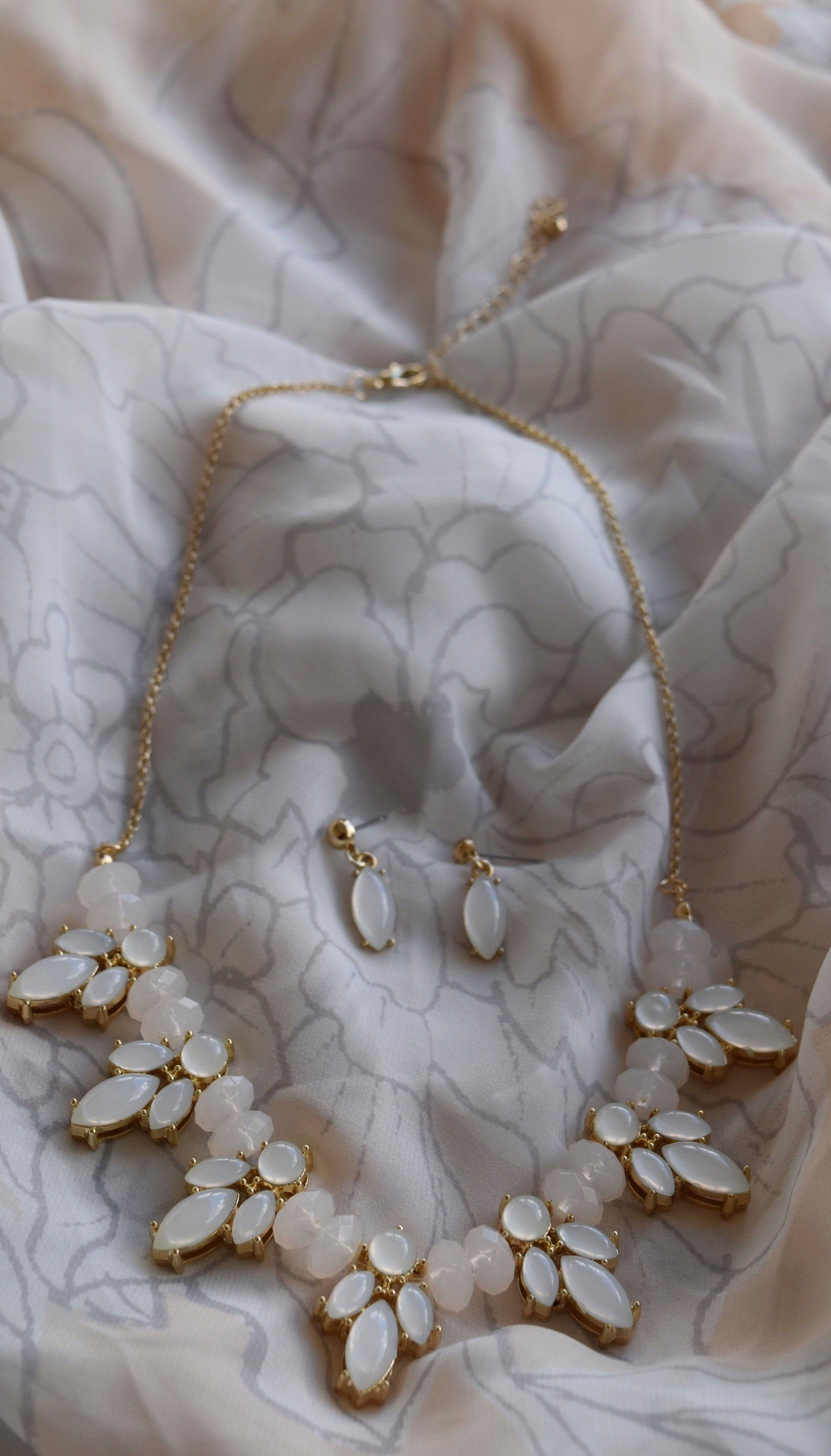 Vera Statement Necklace and Earring Set in White