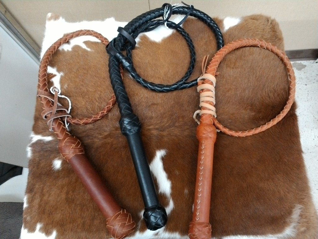 SOUTHERN SADDLERY & SUPPLIES - T.M. - Rider Accesories - Top Grain Braided Leather Whips - 8' - Leather Swivel Handle