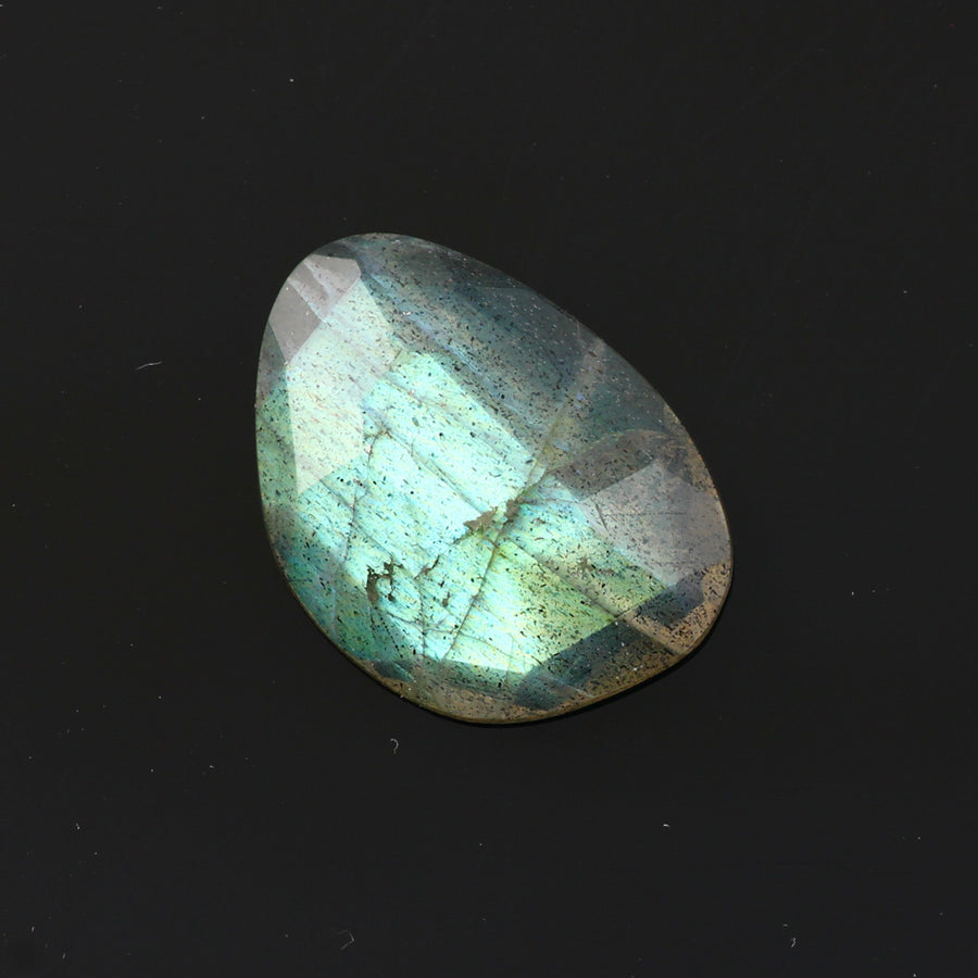 Joopy Gems Labradorite Rose Cut Freeform, 5.56 carats, 16.7x12.2x3.8mm