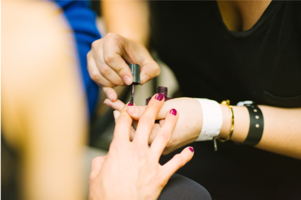 What's the difference between shellac and traditional nail polish?