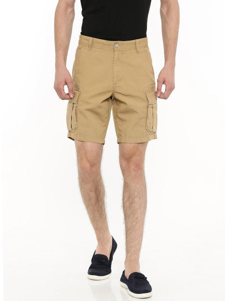 Cargo shorts [above the knee]