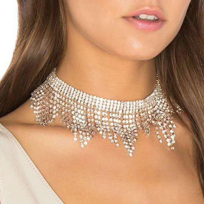 Fit jewelry with a wedding dress