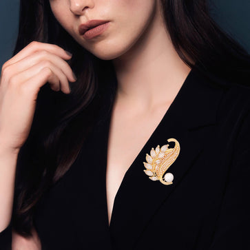 BR0919GCAD4-AccessHer Hi-Gold Plated Brass With American Diamond Stone Brooch