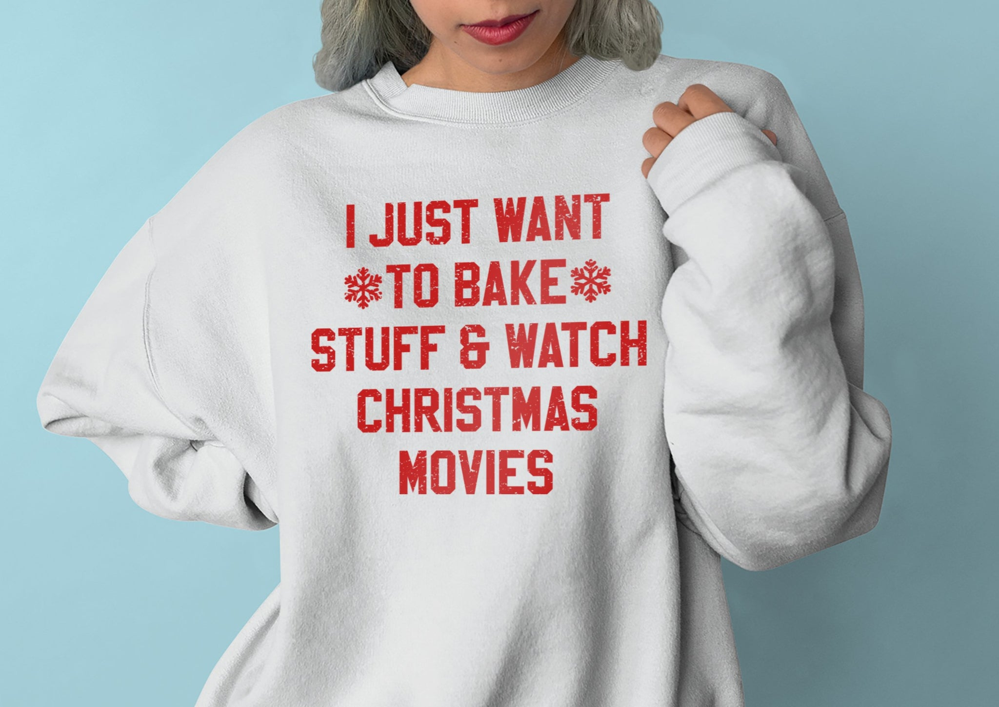 White sweatshirt saying I just want to bake stuff and watch christmas movies - HighCiti
