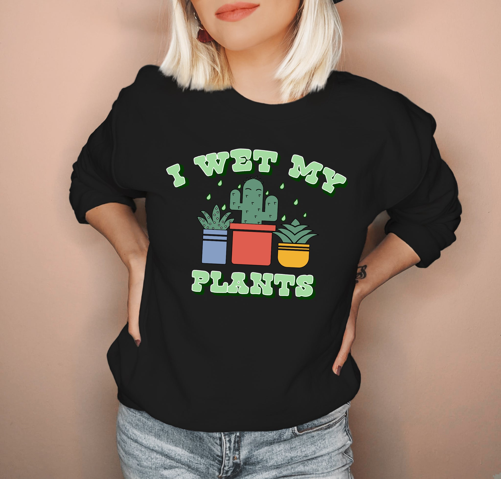 Black sweatshirt with succulent saying I wet my plants - HighCiti